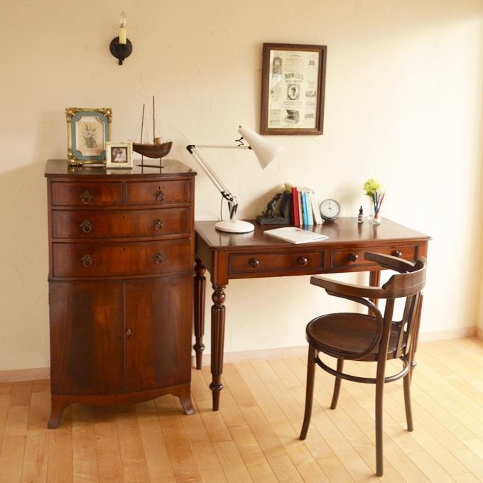 アンティーク家具を使った書斎