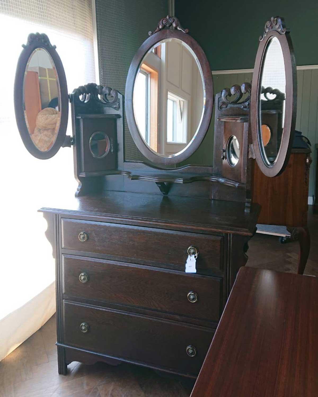 珍しいアンティーク家具