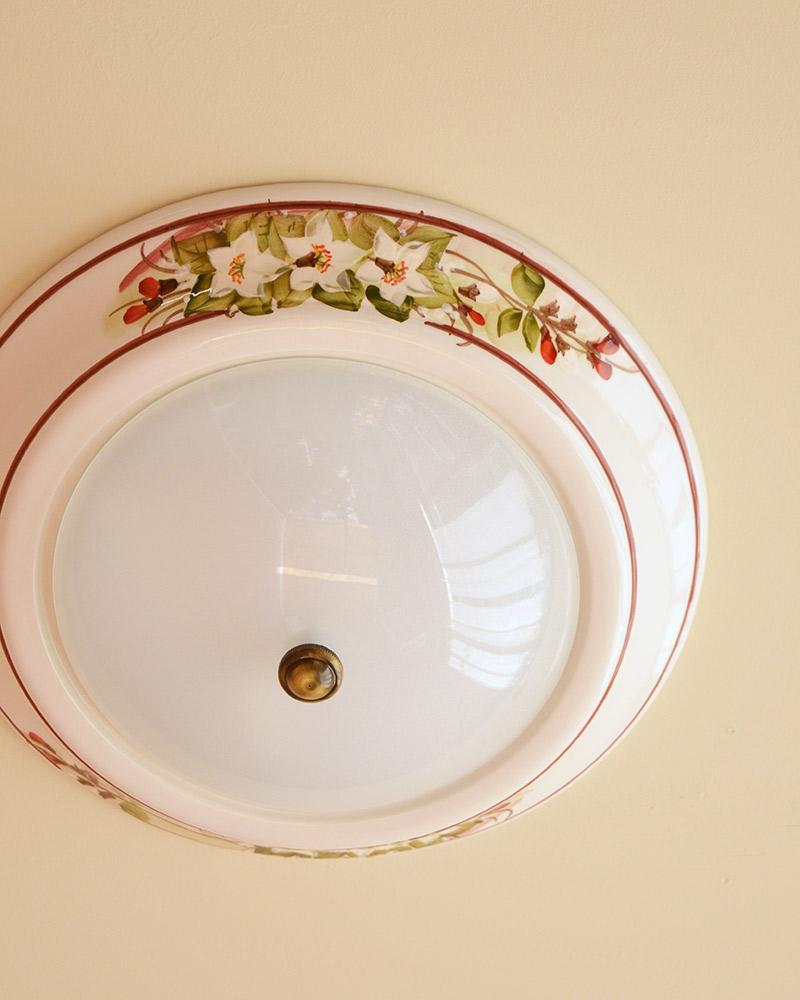 陶器でできたシーリングライト